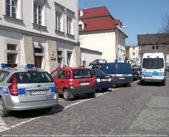 Policja Ruda Śląska: Z sądowym zakazem i poszukiwany w jednym aucie
